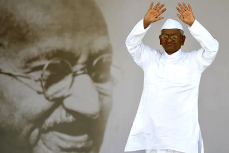 Anna Hazare ends his 12-day fast end August 2011 in New Delhi