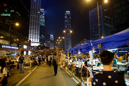 Hong Kong protests - Admiralty tents for classrooms and more as a mini city springs up on the flyover