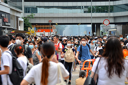 Hong Kong protesters scatter in Admiralty after police fires tear gas rounds and rubber bullets